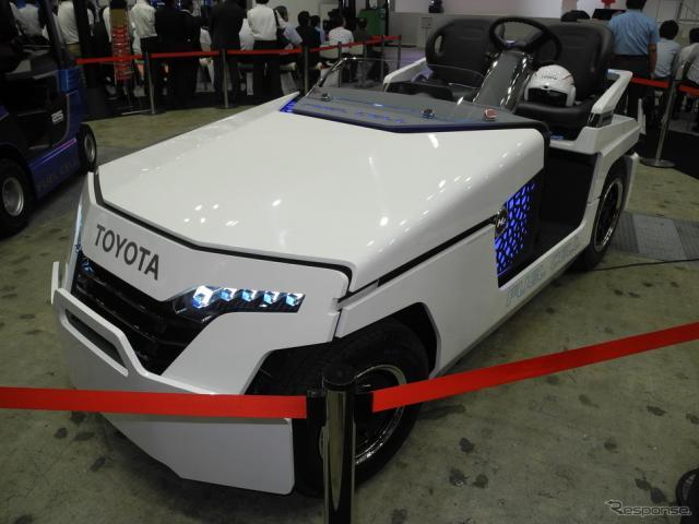 豊田自動織機が参考出品した燃料電池トーイングトラクター《撮影 山田清志》