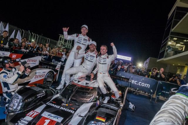 優勝した#1 ポルシェのドライビングクルー。左からハートレー、ウェーバー、ベルンハルト。写真:FIA WEC