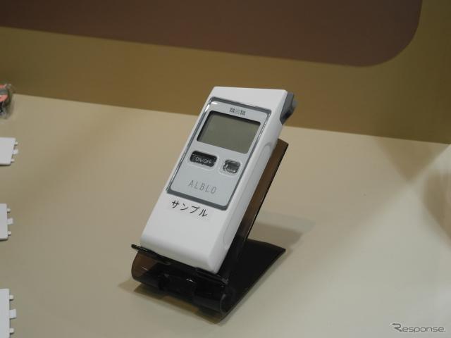タニタのアルコール検知器「FC-900」《撮影 山田清志》