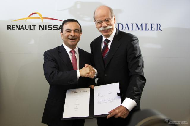 ルノー・日産アライアンスのカルロス ゴーンCEOとダイムラーのディーター ツェッチェCEO(2010年の提携発表)