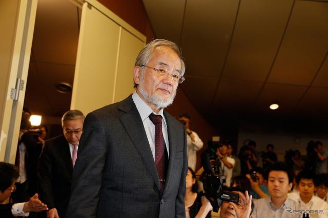 ノーベル賞受賞の大隅良典博士(10月3日の記者会見) (c) Getty Images
