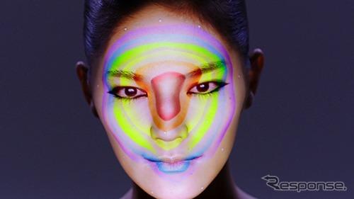 浅井宣通氏による顔プロジェクションマッピング