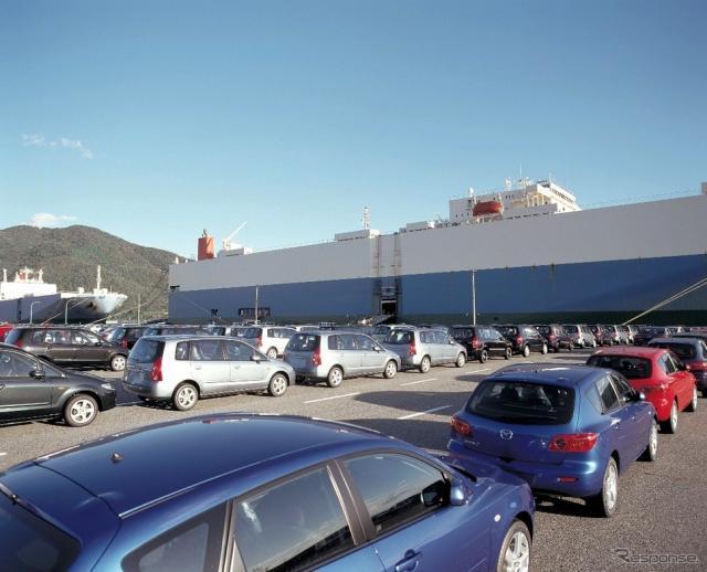 防府工場からの積み込み(資料画像。写真の車は旧型)