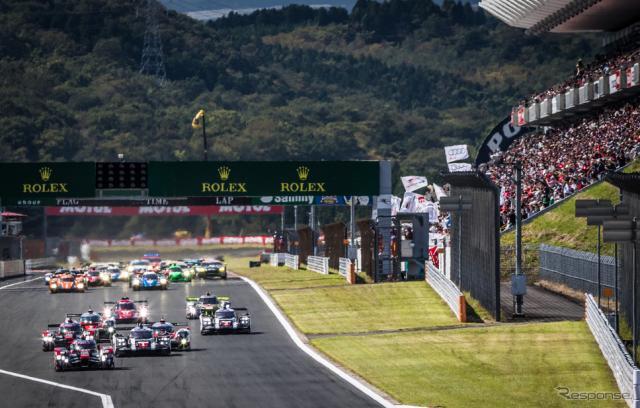 決勝スタートを観衆が見つめる。写真:FIA WEC
