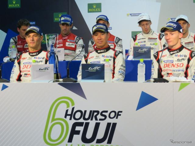優勝した#6 トヨタの(左から)サラザン、可夢偉、コンウェイ。撮影:遠藤俊幸