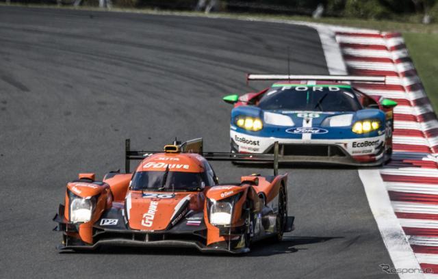 LMP2クラスを制したのは#26 G-Driveレーシング(後方はLMGTE-Proクラスで僚機#67に次いで2位となる#66 フォードGT)。写真:FIA WEC