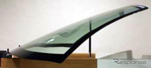 高精度プレス工法で製造した複雑造形のフロントガラス