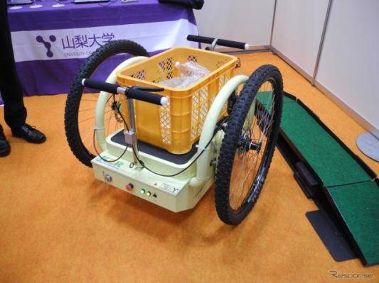 【ロボットウィーク16】山梨大学、坂道でも荷台が傾かない二輪運搬ビークルを披露