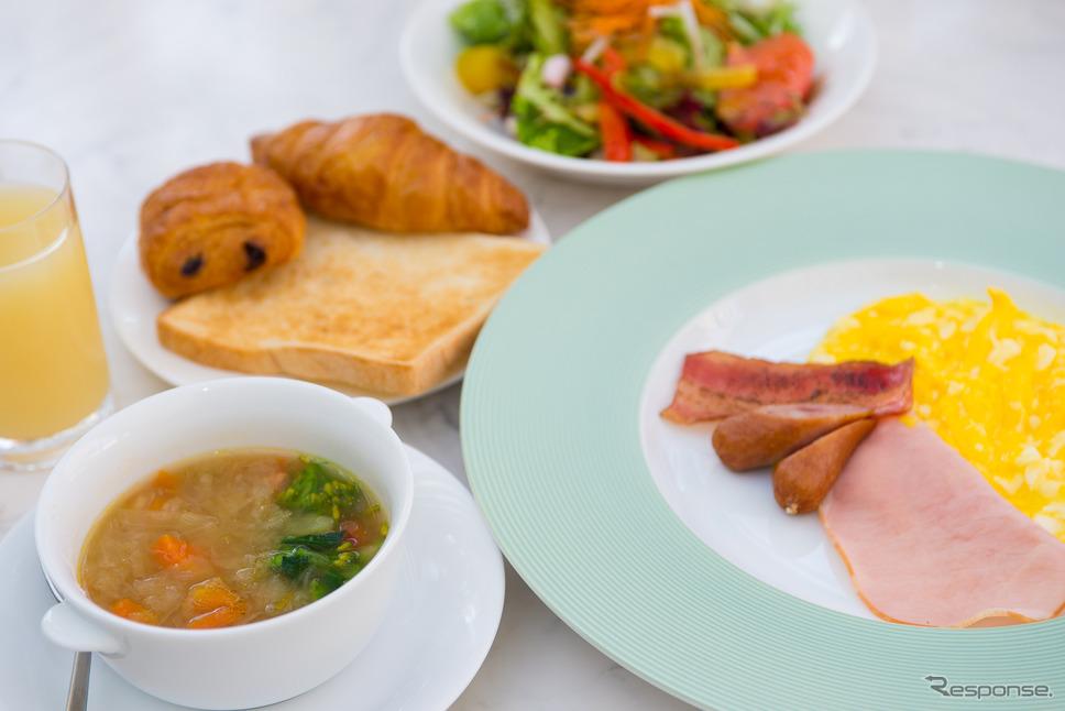 朝食(小谷流の里 ドギーズアイランド)《撮影 太宰吉崇》