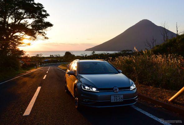 VW ゴルフ ヴァリアントTDI ハイラインマイスター。夕刻の薩摩半島南端を走行中。背後に見えるのは本土最南端の火山、開聞岳。《写真撮影 井元康一郎》