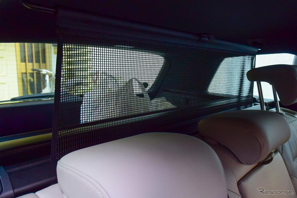 カーゴスペースからの荷物の飛び込みを防ぐカーゴネットがトノカバー収納バーに組み入れられており、ワンタッチで張ることができる。《写真撮影 井元康一郎》