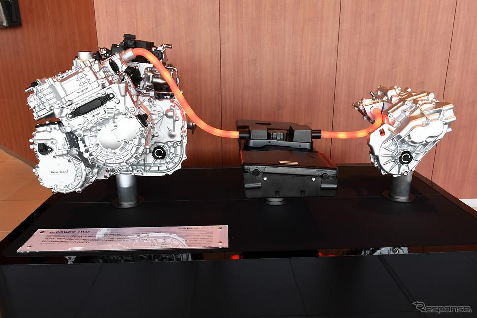 ノートオーラに搭載されているe-POWER 4WD。前輪には、最大出力110kW/最大トルク300NmのEM47モーター、後輪には、最大出力50kW/最大トルク100NmのMM48モーターを搭載する。《写真撮影 中野英幸》