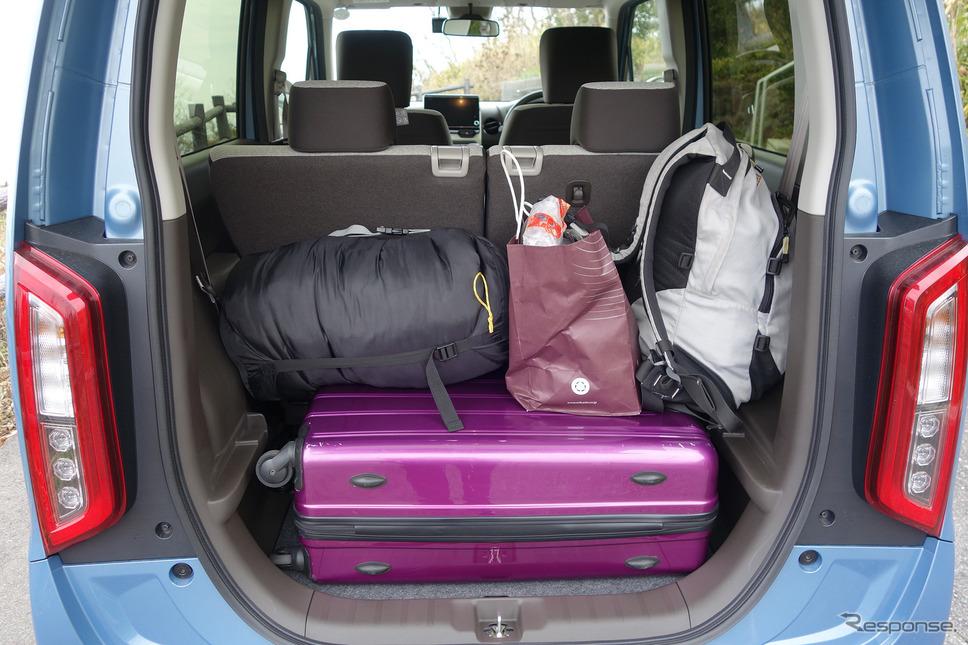 荷物の収容能力は非常に高く、並みのBセグメント以上のものがあった。《写真撮影 井元康一郎》