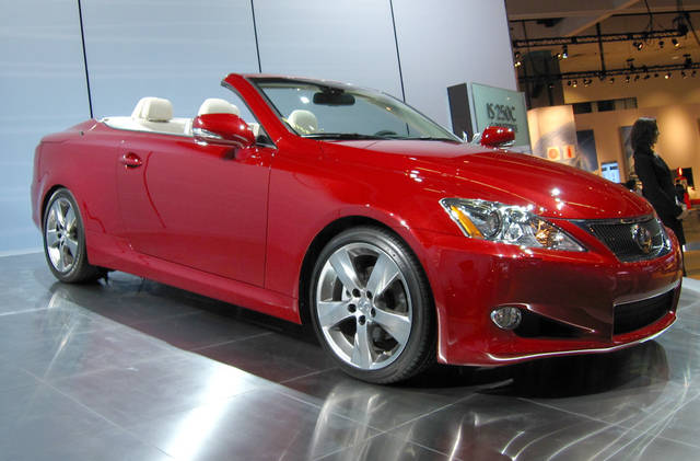 File:Lexus IS-C in Matador Red Mica.jpg - Wikimedia Commons (2170)