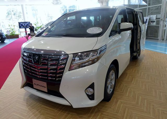 File:Toyota ALPHARD X 2WD (AGH30W) front.JPG - Wikimedia Commons (11703)
