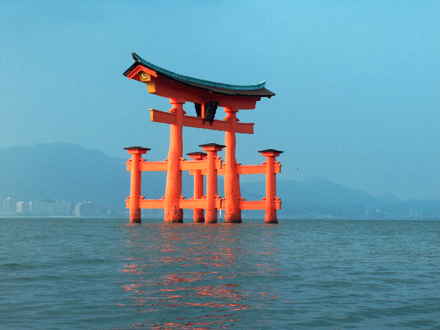 All sizes | Miyajima gate, Itsukushima shrine (厳島神社) | Flickr - Photo Sharing! (32639)