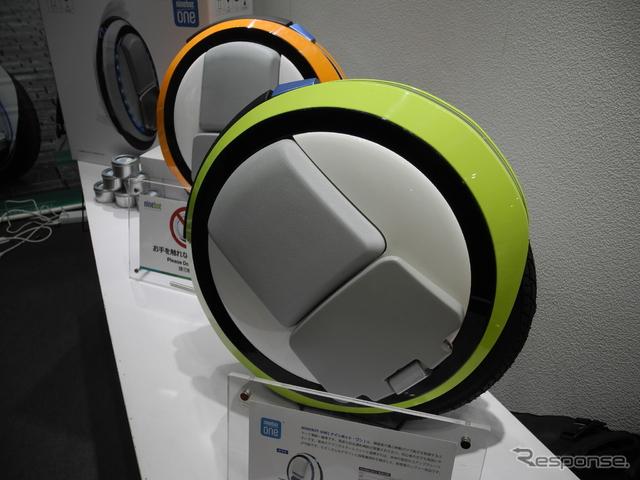 オオトモが販売する電動一輪車「ナインボット・ワン」《撮影 山田清志》
