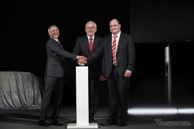 アウディのドイツの自動車用ライトの開発センター開所式
