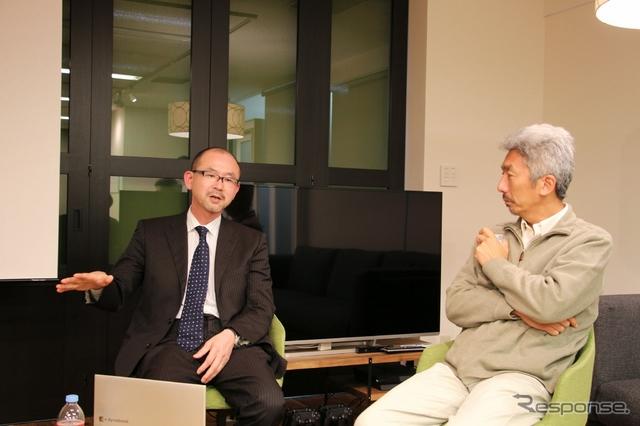 FOMM代表取締役の鶴巻日出夫氏(左)とUIEvolution取締役会長の中島聡氏(右)《撮影 吉田瑶子》