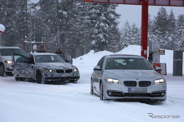 BMW 5シリーズ 次期型(左)スクープ写真《APOLLO NEWS SERVICE》