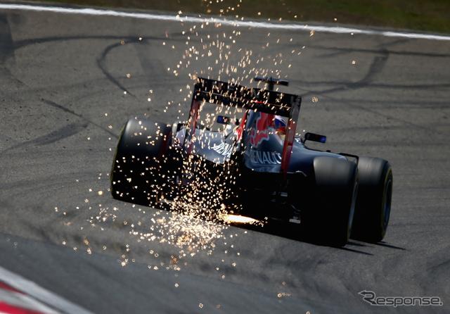 火花を散らしてタイムアタックするリチャルド《画像 Getty Images》