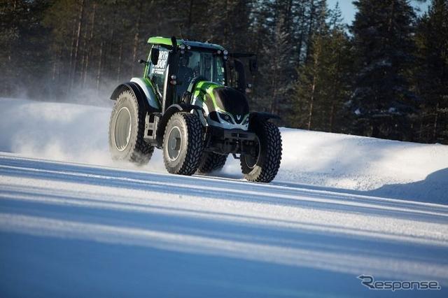 ノキアンタイヤ装着のトラクターが130.165 km/hというトラクターによる氷雪上での世界最高速記録を達成