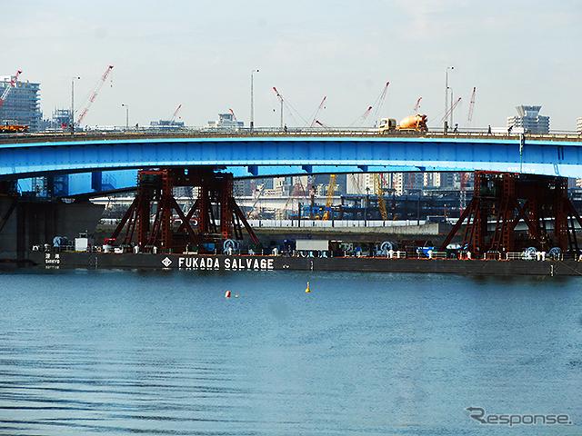 首都高10号晴海線(晴海出入口〜豊洲出入口)台船リフトアップ架設工法を用いた日本最大規模の橋桁架設現場のようす(4月22日、7〜9時)《撮影 大野雅人(Gazin Airlines)》