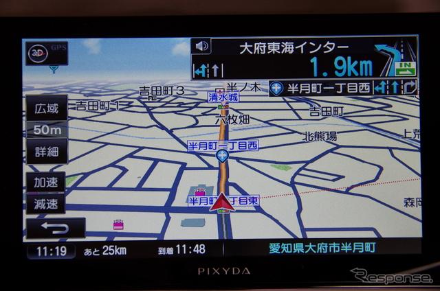 ゼンリンのデータを使用した地図はシンプルで見やすいタイプ。《撮影 山田正昭》