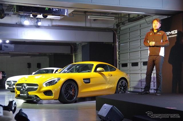 メルセデス AMG GTと、メルセデス・ベンツ日本の上野金太郎社長《撮影 宮崎壮人》