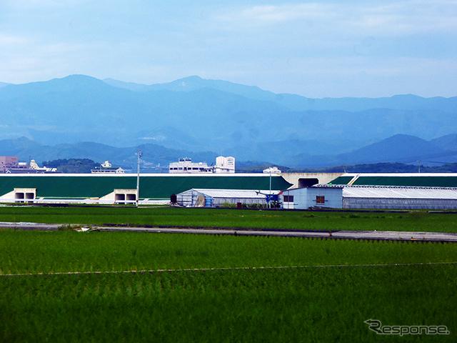 2015年度開通を目指して工事がすすむ南国道路(高知空港付近)《撮影 大野雅人(Gazin Airlines)》