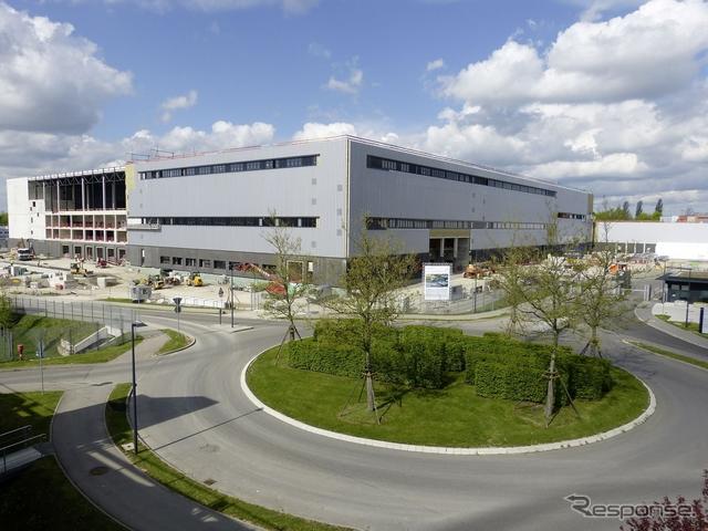 ドイツに完成したメルセデスベンツの新衝突試験センターの建屋