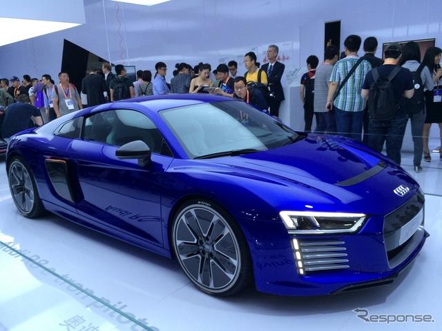 アウディ 新型 R8 e-トロンの自動運転コンセプトカー(CESアジア 15)《撮影 関航介》