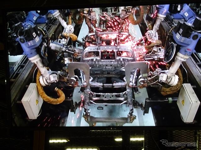 八千代工業 S660 車体骨格のロボットによる溶接工程《撮影 池原照雄》
