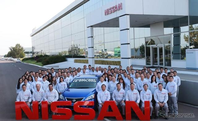 日産のメキシコ累計生産1000万台目となったセントラSR