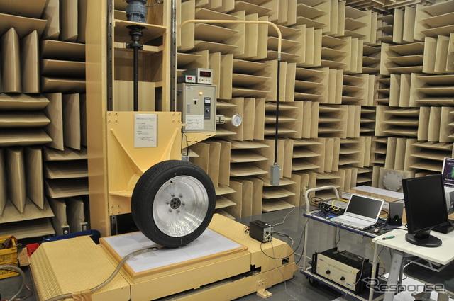 ブリヂストン 東京工場の技術センターにある「無響室」《撮影 諸星陽一》
