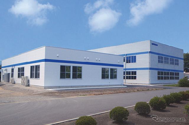 ヨコオ 先端デバイスセンター内の新工場棟(左)