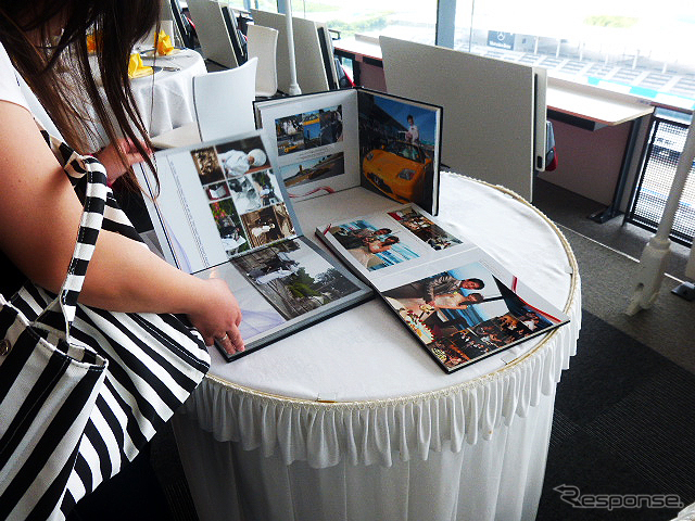 """鈴鹿サーキットが2015年6月14日に実施したブライダルフェアのようす。参加したカップルたちは、国際レーシングコースやVIP席が""""挙式会場""""となる場面を想像しながら見学していた《撮影 大野雅人(Gazin Airlines)》"""