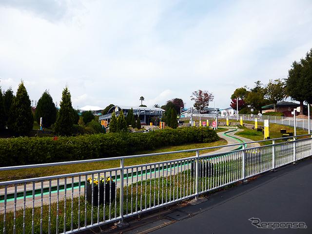 鈴鹿サーキットに隣接する遊園地「鈴鹿サーキットモートピア」(三重県鈴鹿市稲生町)では、園内を駆け回る子どもたちの姿が……《撮影 大野雅人(Gazin Airlines)》