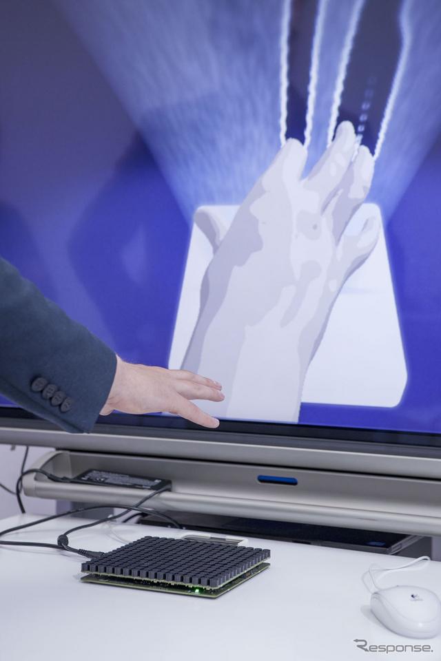 ドライバーの手の動きを予測するタッチスクリーン