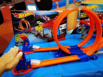 【東京おもちゃショー15】アナログ感が新しい!? 「ガチャン」で吹っ飛ばすホットウィール