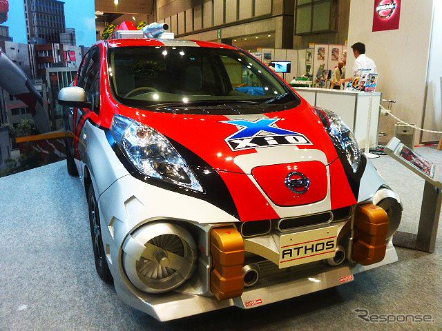 日産は、7月14日からテレビ東京系でオンエアされる『ウルトラマンX』に登場する架空の乗り物、ジオアトスを展示(東京おもちゃショー2015)《撮影 大野雅人(Gazin Airlines)》
