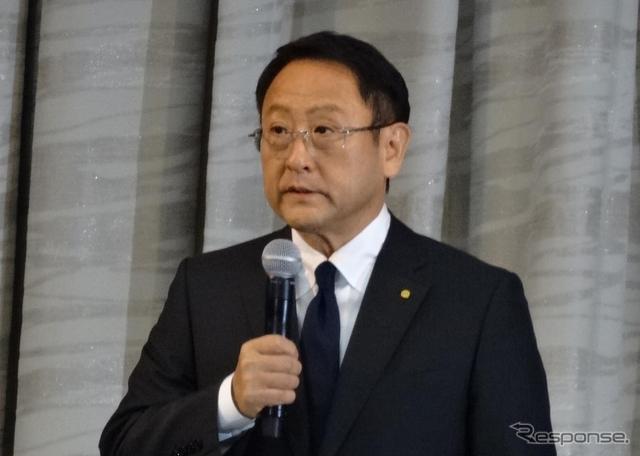 常務役員の逮捕について会見を開いたトヨタ自動車 豊田章男社長(19日)《撮影 三浦和也》