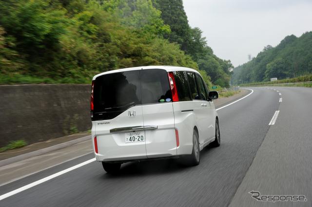 高速直進安定性は抜群。車内全列の静かさも大きな特徴。犬の耳にもやさしい《撮影 雪岡 直樹》