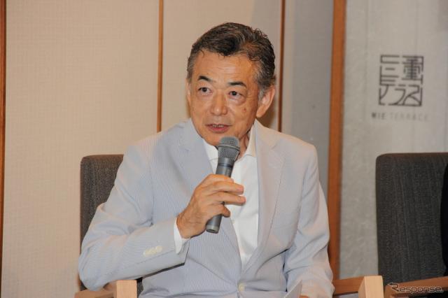 MieMu企画展プレス発表会に登場した森脇基恭氏《撮影 吉田 知弘》