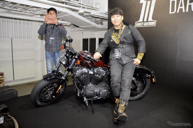韓国二輪専門誌編集長のヤンさん。《撮影 青木タカオ》