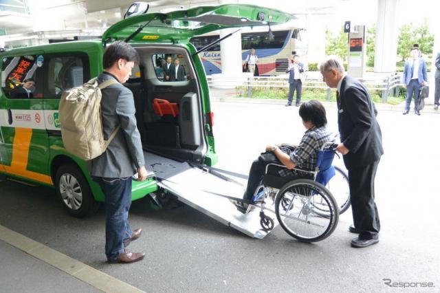 UD/ワゴンタクシー専用レーン運用開始に伴う発車式《撮影 小松哲也》