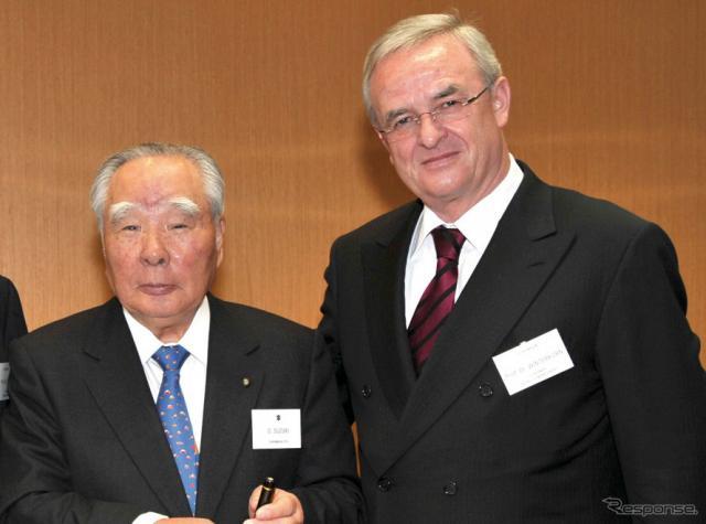 スズキ鈴木会長とVWヴィンターコルン会長(2009年)