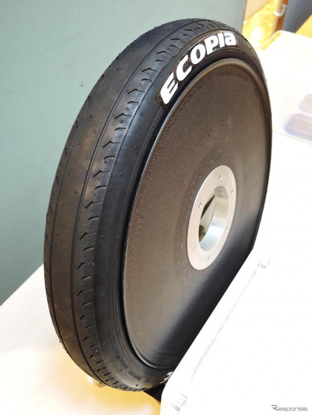 タイヤはブリヂストンのソーラーカー用エコピア オロジック《撮影 古庄速人》