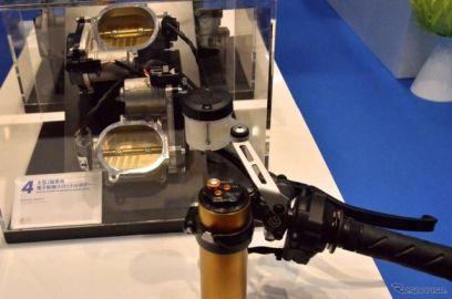 【東京モーターショー15】スロットル開閉が一目瞭然…吸気機構が学べるミクニブース