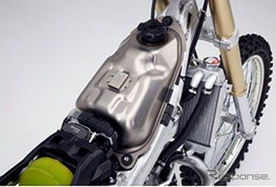 ホンダ CRF450R、チタン薄板を燃料タンクに採用---世界初